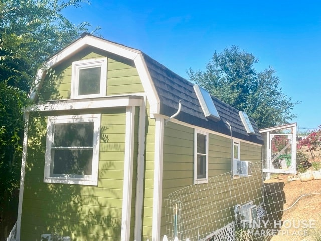 Gorgeous Tiny Home on Wheels – Reduced for Fast Sale  - Slide 2
