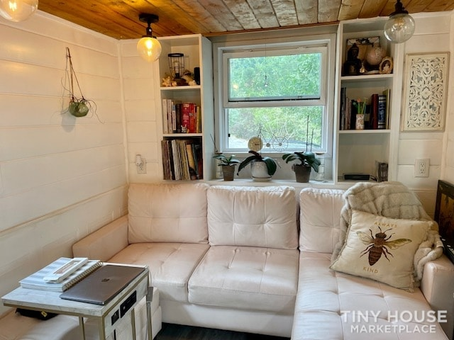 Gorgeous Tiny Home on Wheels – Reduced for Fast Sale  - Slide 5