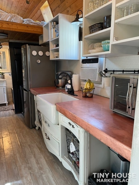 Gorgeous Tiny Home on Wheels – Reduced for Fast Sale  - Slide 10