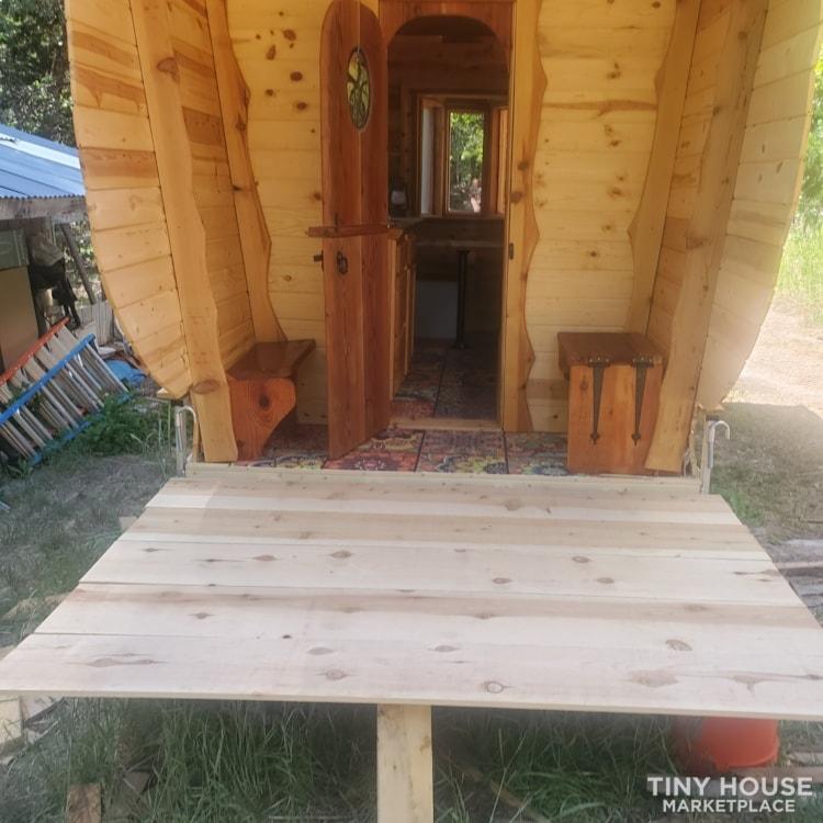 Gypsy  caravan.  Nomadic  adventures  or permanent  dwelling  - Slide 2