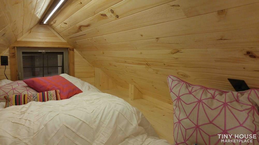 Lake Cabin Tiny House - Slide 18
