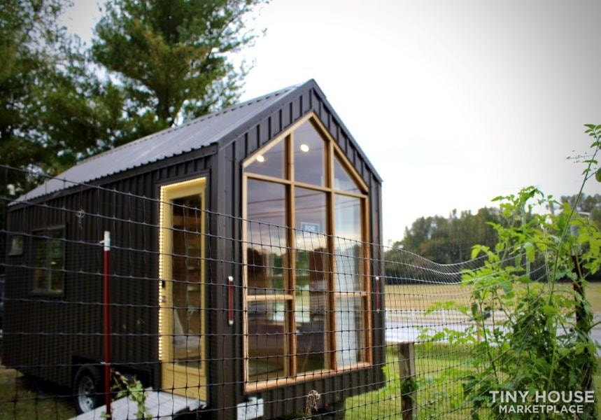 This Lightweight Custom Tiny Home is Beautiful, Spacious and Easy to Pull.  - Slide 29
