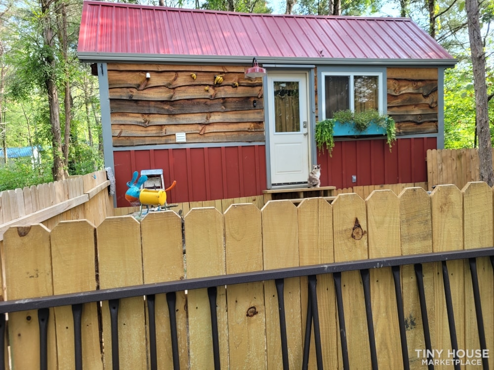 Lovely Rustic Little Farmhouse Tiny House On Wheels - Slide 1