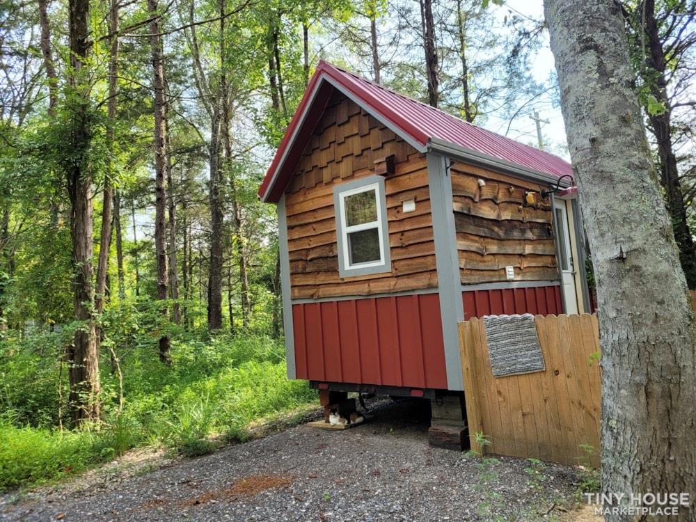 Lovely Rustic Little Farmhouse Tiny House On Wheels - Slide 2