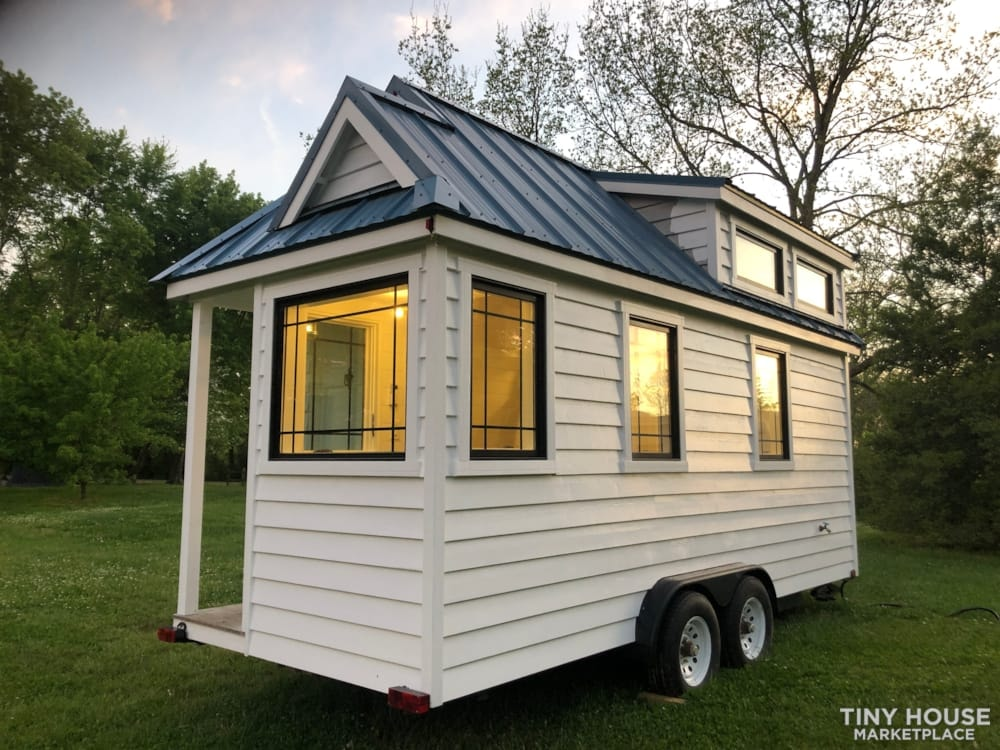 Custom Built Luxury 18' Tiny Home - Slide 14