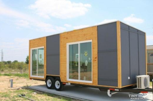 "Luxury Modern Tiny House On Wheels 24x8'6"""