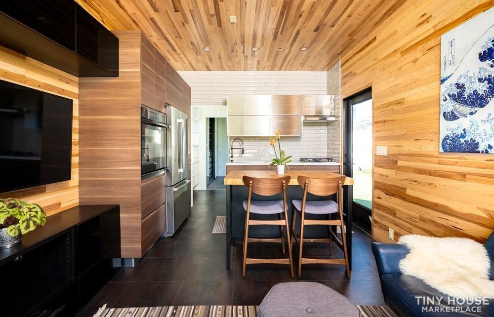 Modern Prefab Home on Wheels - Slide 3