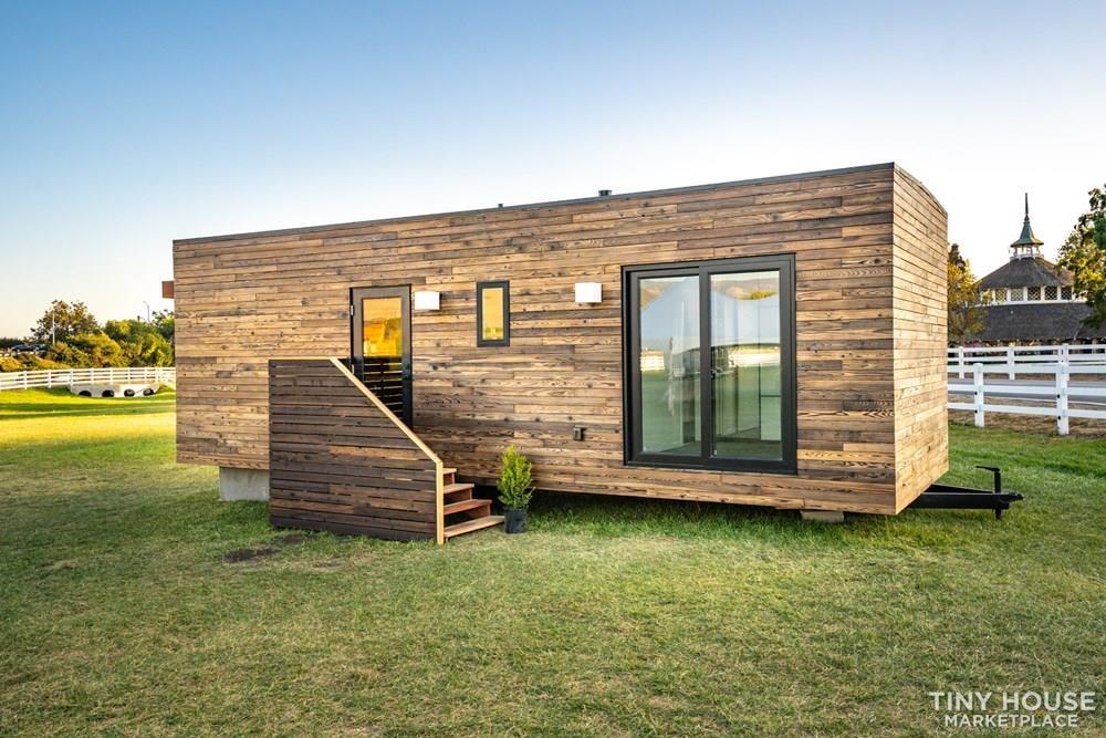 Modern Prefab Home on Wheels - Slide 5