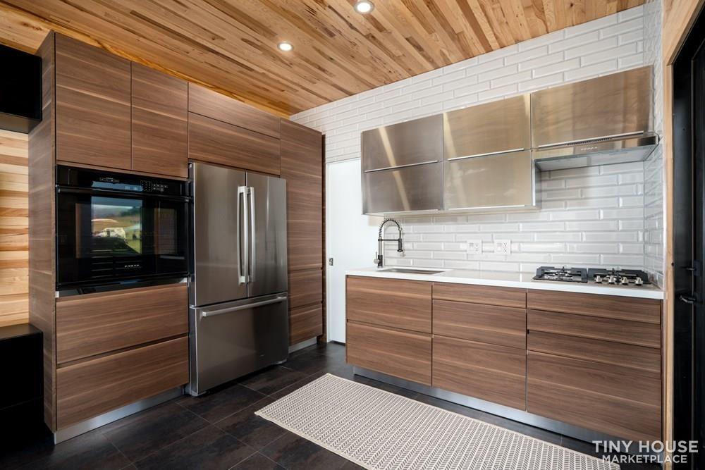 Modern Prefab Home on Wheels - Slide 8