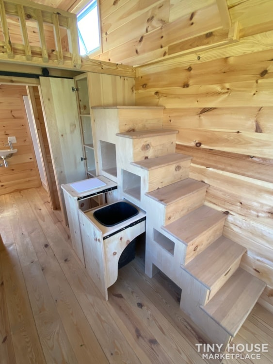 New 2021 Freedom Style 9'x28' Tiny Home on Wheels - Slide 21