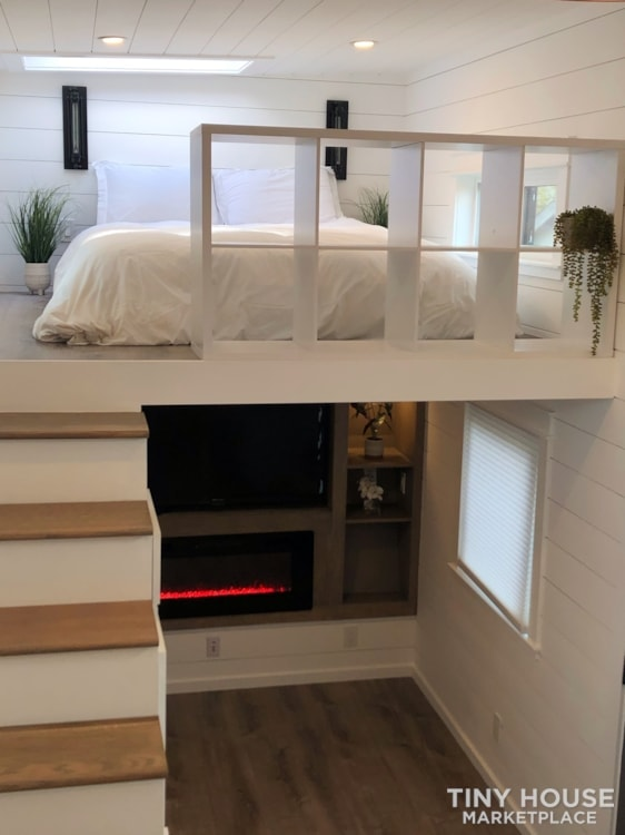 New World Custom Tiny Home Luxury - Slide 2