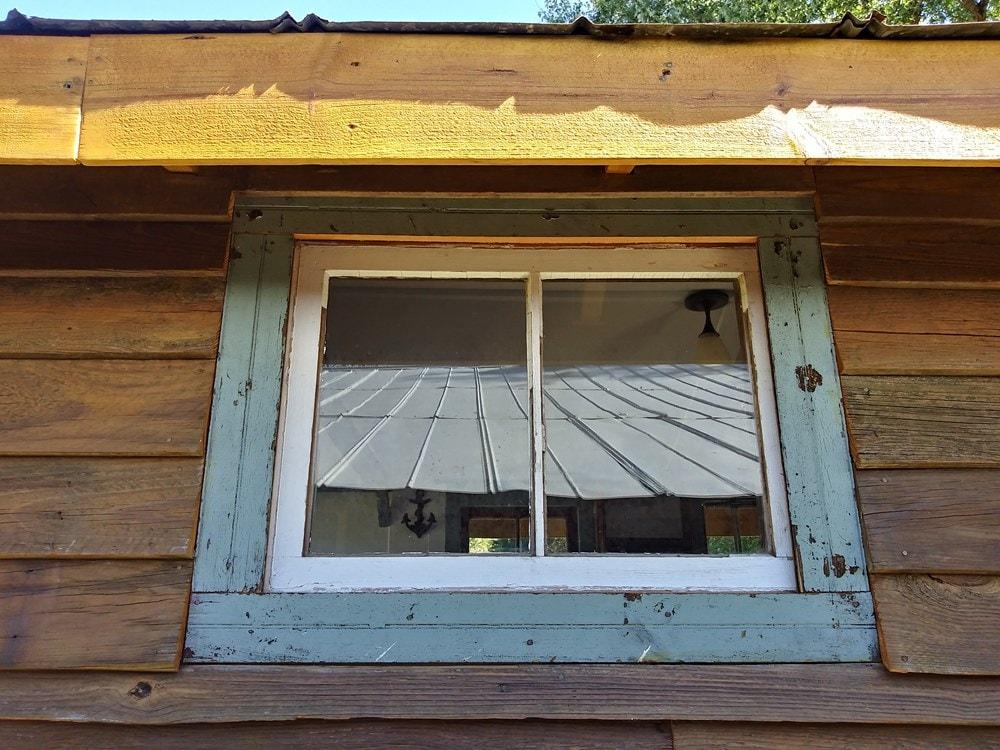 Ole' Smokey Rustic Tiny Home House/Studio - Slide 8