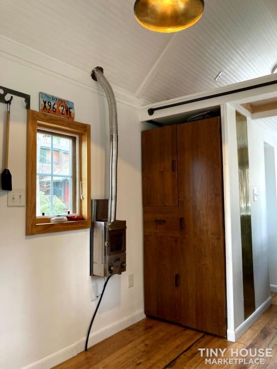 Scandinavian Modern Tiny House - Slide 7