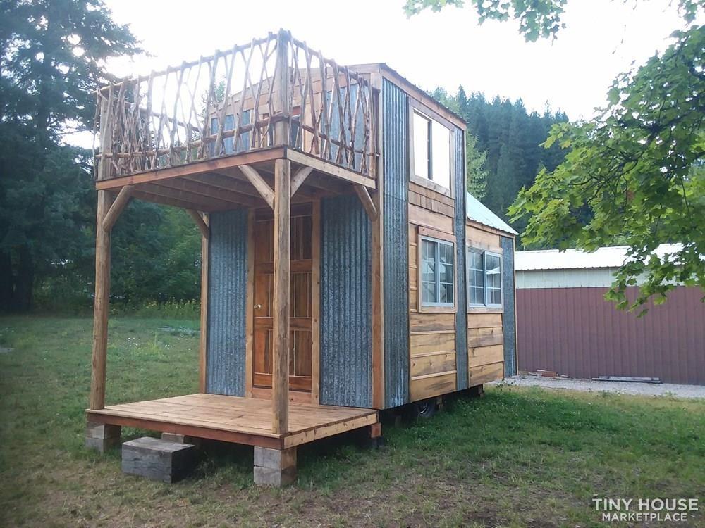 Single loft rocky mountain tiny house on wheels  - Slide 2
