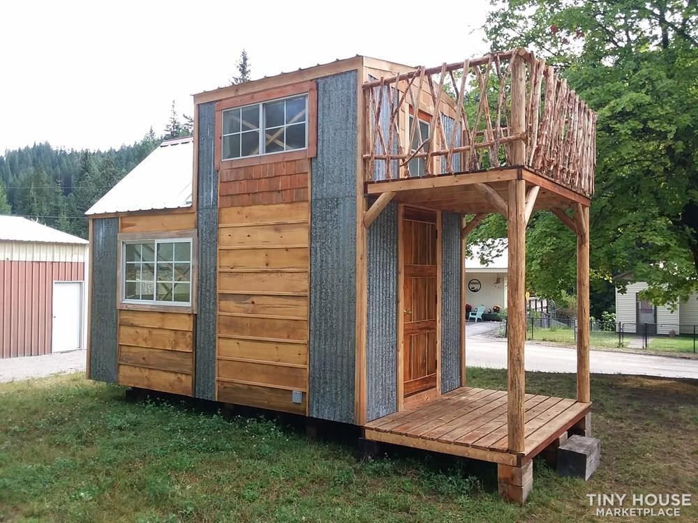 Single loft rocky mountain tiny house on wheels  - Slide 4