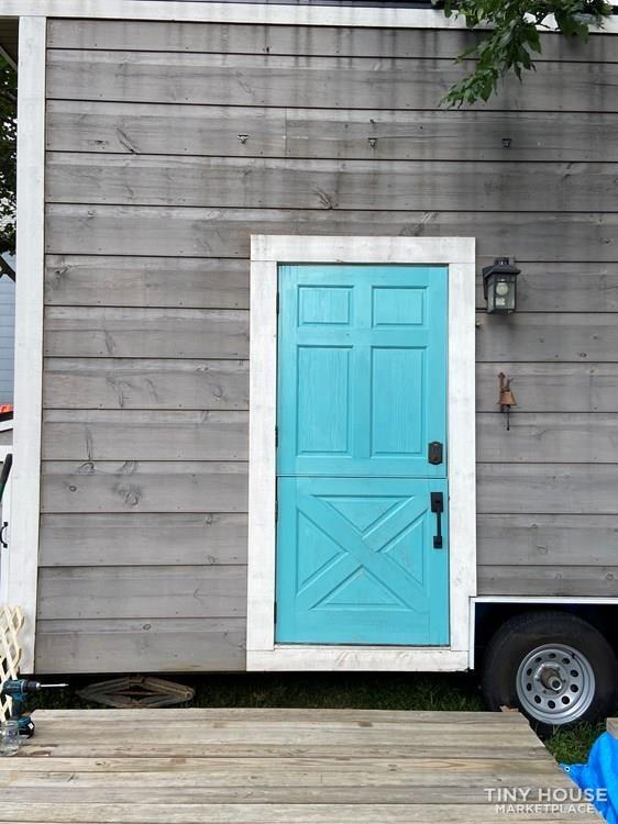 Bright and Tiny (Tiny House on Wheels) - Slide 10