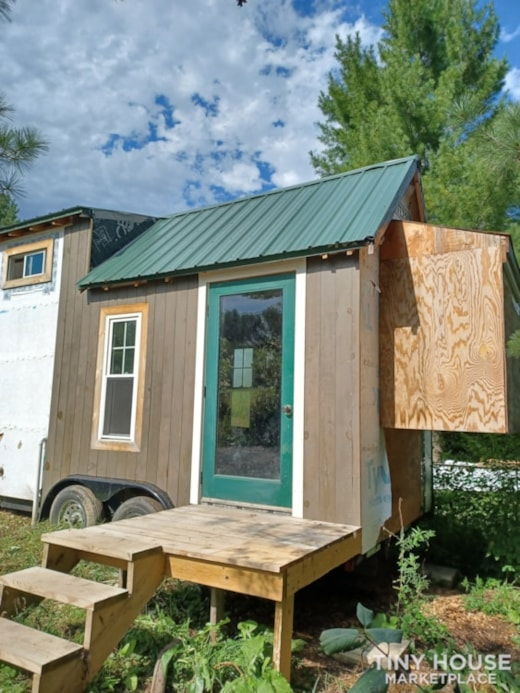 Tiny House- Solar, Kitchen, hardwood counters, ready to live off grid