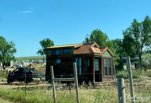 Tiny Towable Built by Platinum Cottages