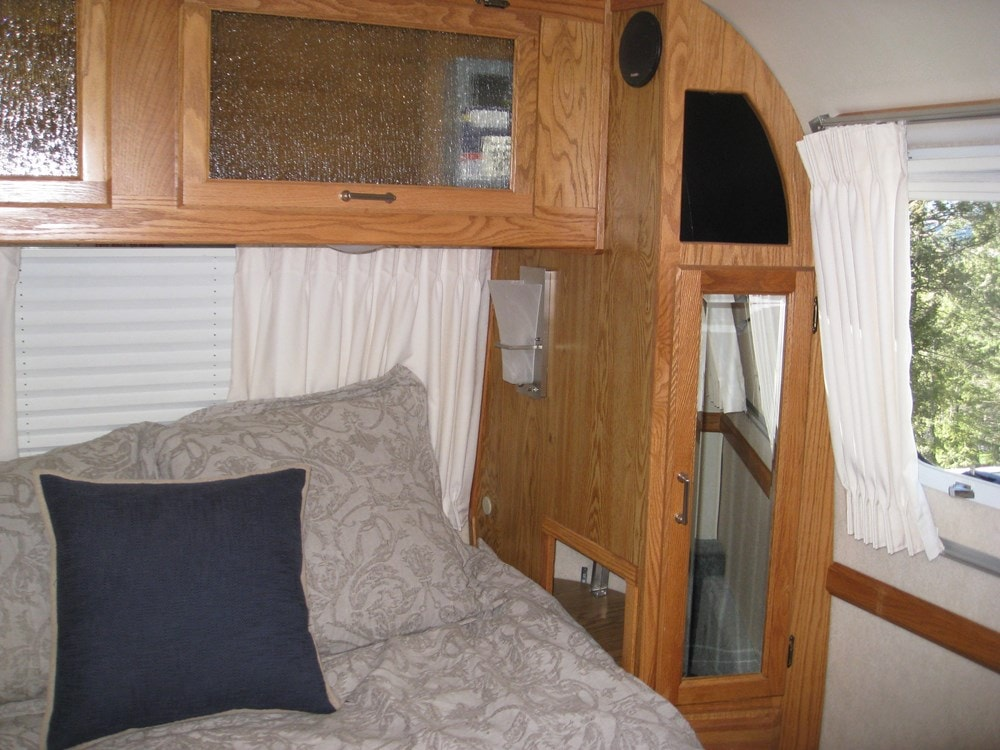 Ultimate flexibility -Converted 34' Classic Airstream Tiny House  - Slide 10